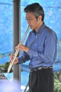 オークラウロで演奏する信澤達也氏
